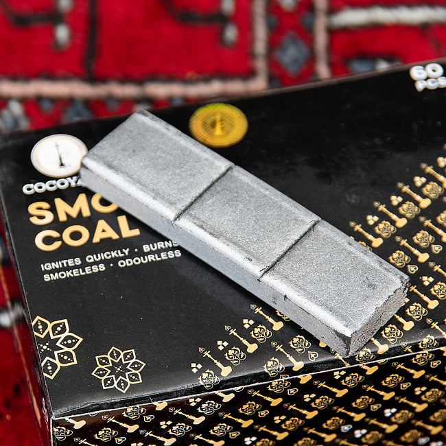 シーシャの炭 シルバーチャコール - 60個入り 5 - 切れ目の入ったスティックタイプのチャコールが入っています。
