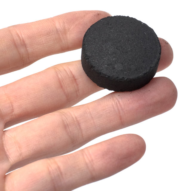 シーシャの炭-10個x10セット[100回分] 4 - 一個の炭の大きさはこれ位です