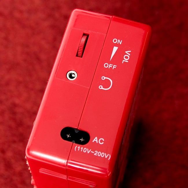 ブッダマシン どこでもいつでもお経が聞ける スピーカー内臓の自動読経機 5 - 側面にスイッチ兼ボリュームと、イヤホンジャック、AC用の穴がついています。
