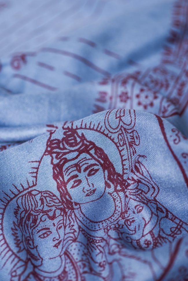 [200cmx100cm]座りシヴァのラムナミ 青灰の写真5 - かすかに光沢感のあるなめらかな布地です。