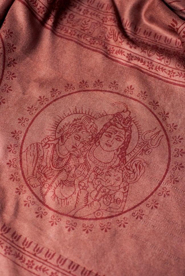 [200cmx100cm]座りシヴァのラムナミ 茶の写真3 - 端側にはシヴァファミリーがいます。