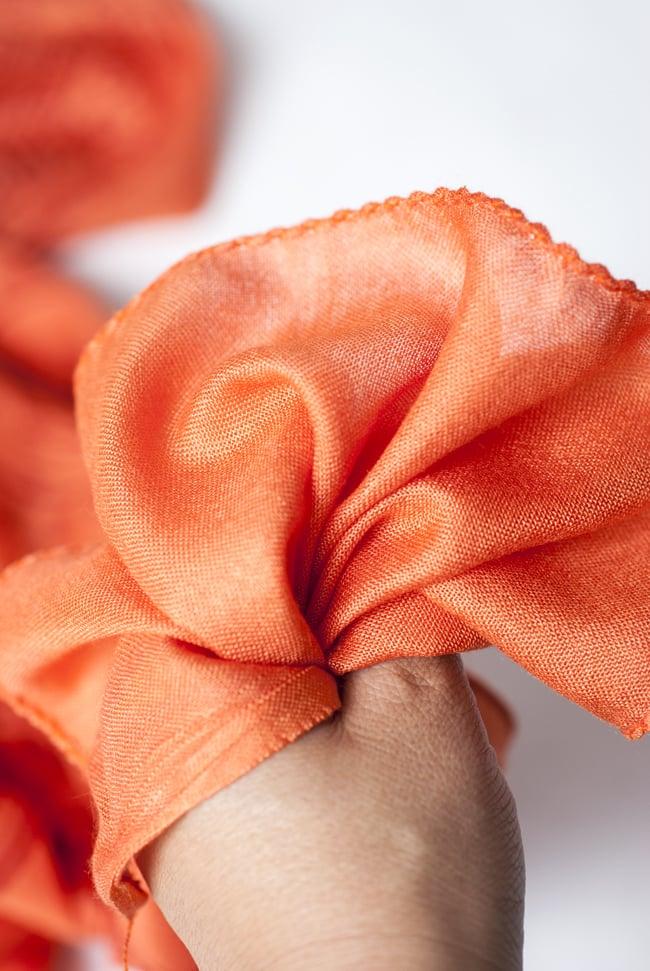 (200cmx100cm)座りシヴァのラムナミ オレンジ 6 - 手にとってみました。柔らかい質感が素敵です。