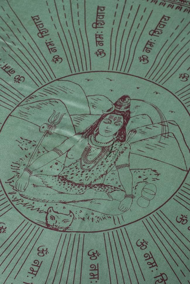 [200cmx100cm]座りシヴァのラムナミ 緑の写真2 - 中央には大人気のシヴァ神が座っています。