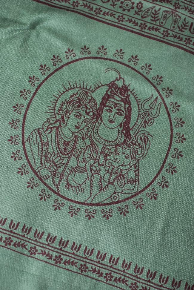 [200cmx100cm]座りシヴァのラムナミ 緑の写真3 - 端側にはシヴァファミリーがいます。