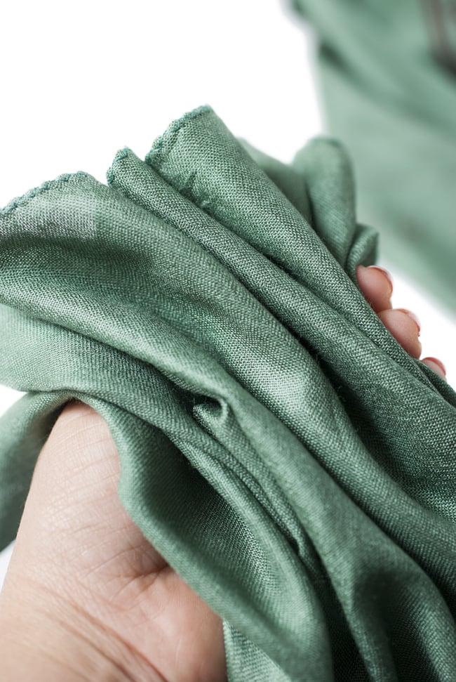 [200cmx100cm]座りシヴァのラムナミ 緑の写真6 - 手にとってみました。柔らかい質感が素敵です。