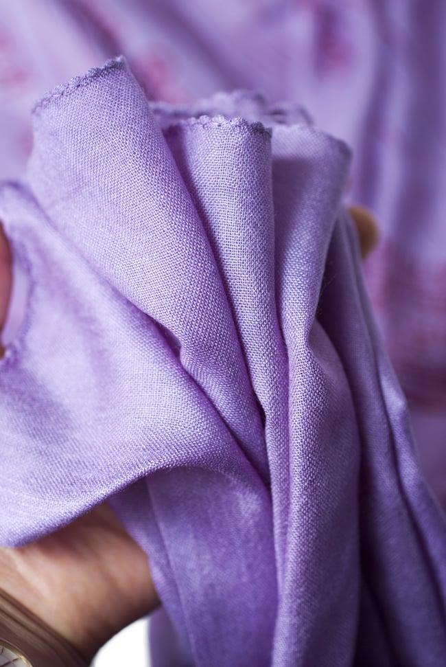(200cmx100cm)座りシヴァのラムナミ 紫 6 - 手にとってみました。柔らかい質感が素敵です。