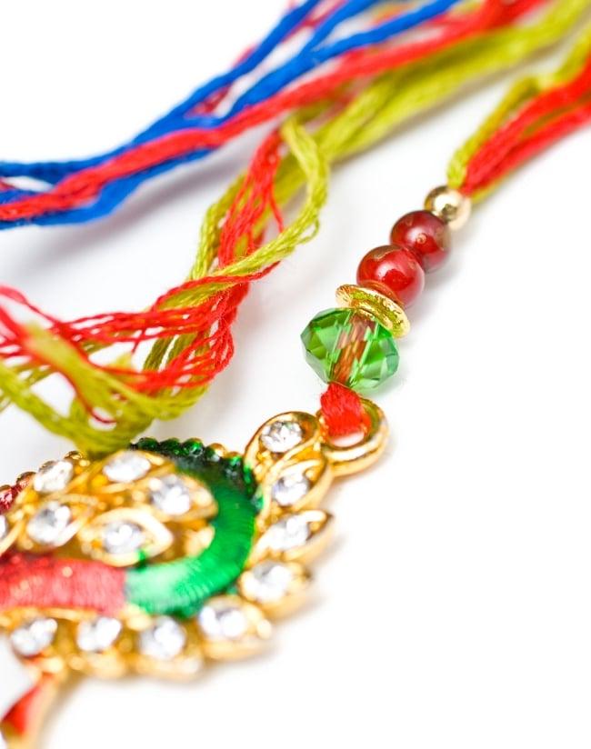 ラーキー  インドからきた紐のブレスレット 3 - 装飾部分を違う角度からアップしてみました