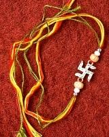 ラーキー  インドからきた卍型(スワスティカ)のブレスレット