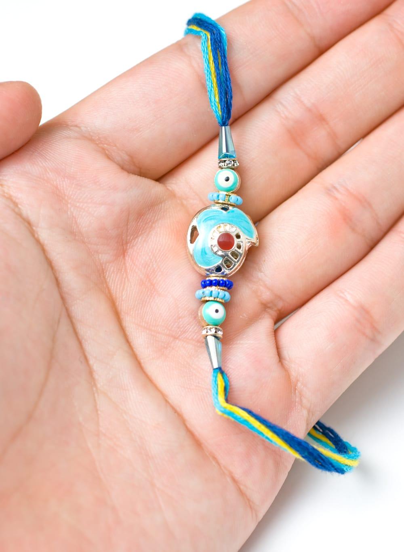 ナザール・ボンジュウのシンプル紐ブレス 5 - サイズが分かるように手で持ってみました