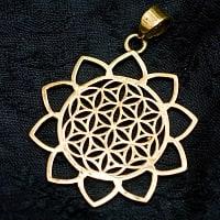 Flower of Lifeの花ふちどりゴールドペンダントトップ 【首用の紐付き】  -直径約3.5cm