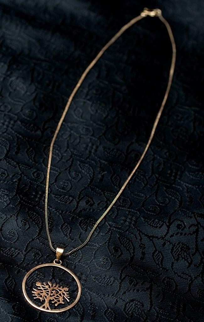蓮の花の天然石ゴールドペンダントトップ 【チェーン付き】  -直径約4cm 6 - 付属するペンダント用のチェーン見本※入荷時期により異なる紐の場合があります