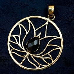 蓮の花の天然石ゴールドペンダントトップ 【首用の紐付き】  -直径約4cm