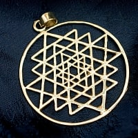 ヤントラのゴールドペンダントトップ 【首用の紐付き】  -直径約4.5cm