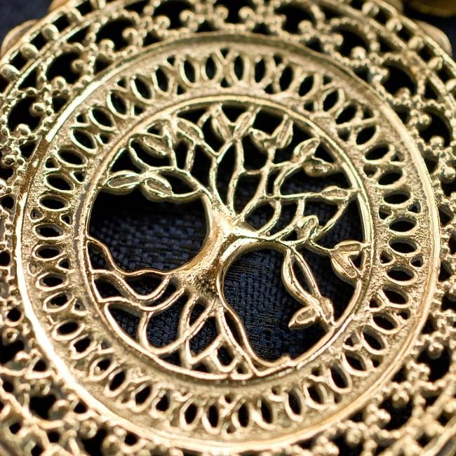 生命の木 Tree of Life のゴールドペンダントトップ 【首用の紐付き】  -直径約4cmの写真2 - とても精巧なつくりになっています