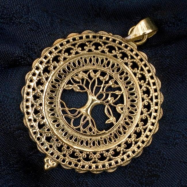 生命の木 Tree of Life のゴールドペンダントトップ 【首用の紐付き】  -直径約4cmの写真