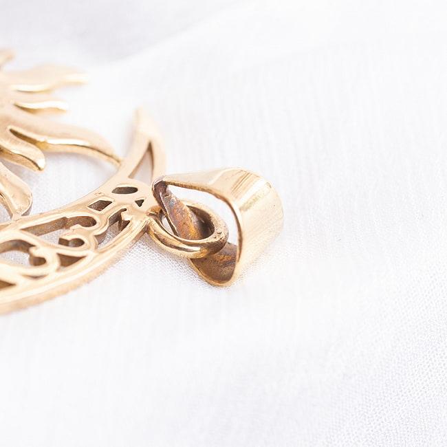 ゴールドペンダントトップ -太陽と月 4 - 紐を通す部分はこのようになっています。