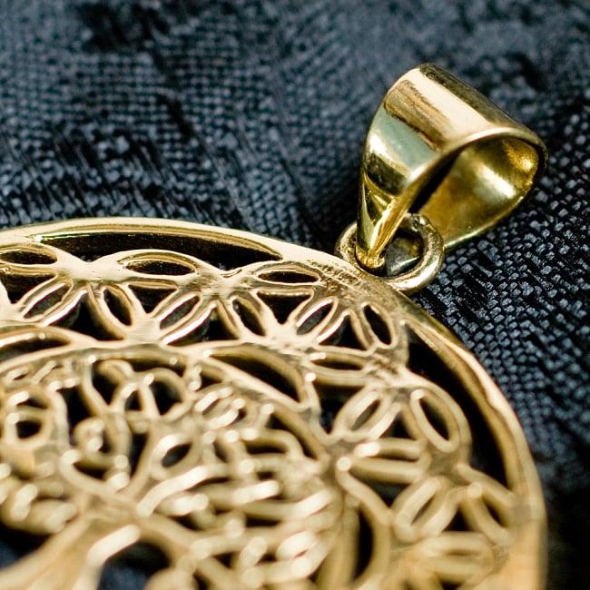 Flower of LifeとTree of Life のゴールドペンダントトップ【紐付き】 4 - 紐を通す穴はこのようになっています。