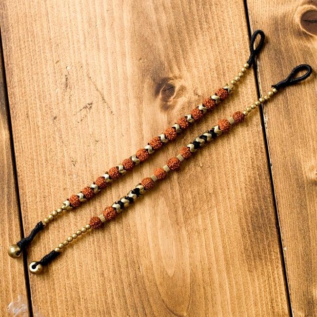 ルドラクシャとゴールドのブレスレット 6 - ひとつひとつ手作りなので、温かみのある雰囲気です。