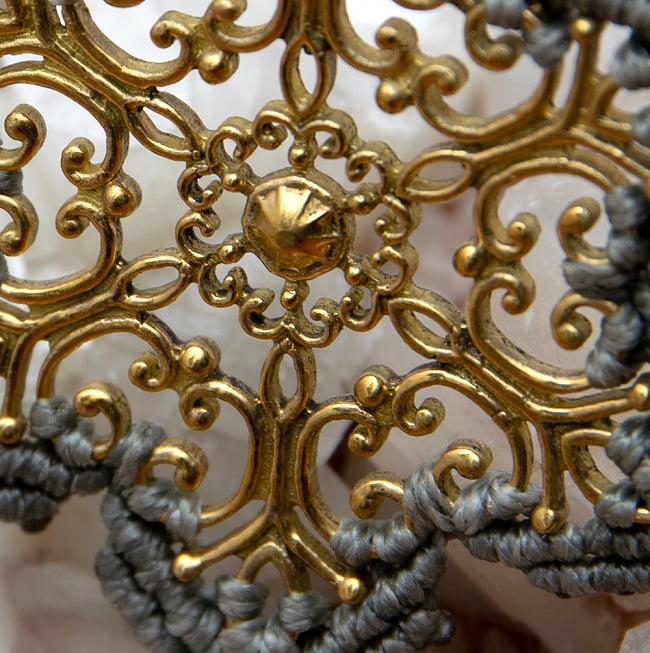 スノーモチーフのマクラメ ネックレス 2 - 金属で作られた中の模様が美しいです
