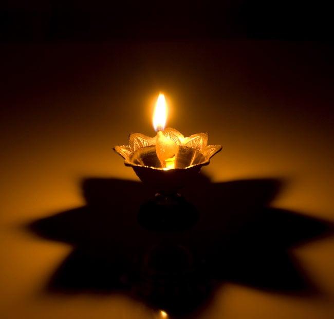 蓮型オイルランプ&香立て(7.5cm) 5 - 火を灯すとこんな感じです。