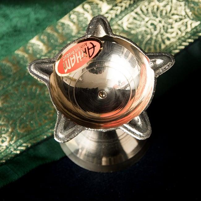 ブラスのオイルランプ(4.5cm) 2 - 中央部の拡大
