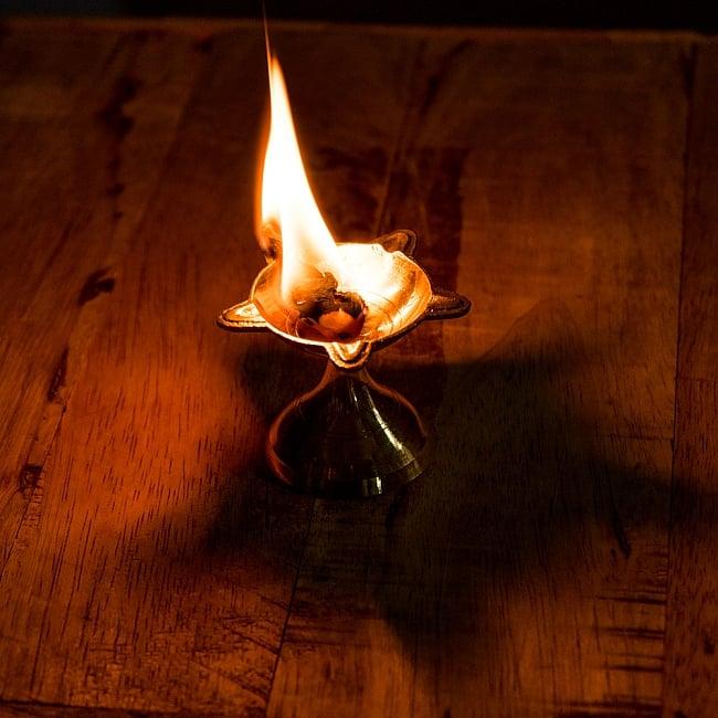 ブラスのオイルランプ(4.5cm) 5 - オイルランプとして火を灯してみました。