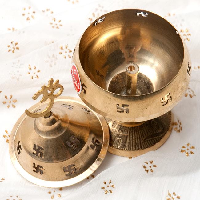 オーンと卍のオイルランプ 【16cm】 2 - 中の写真です。中に油を入れ、灯心(コットンが良いですが、ティッシュをこよりにしたものでも可)に火をつけるだけでオイルランプとして使えます