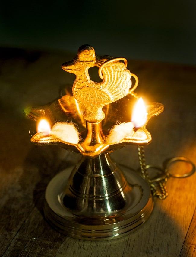 ピーコックのオイルランプ - 吊下げ用鎖付きの写真8 - 炎をともしてみました。