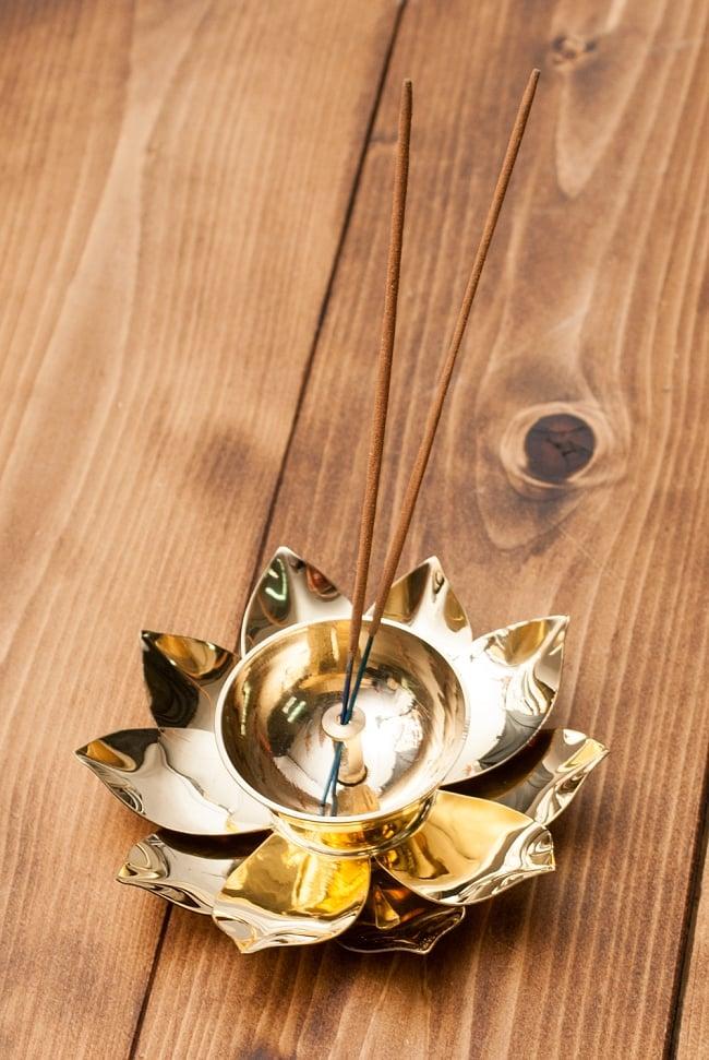 蓮の花のオイルランプ&お香立て [直径15cm] 7 - お香を立ててみました。