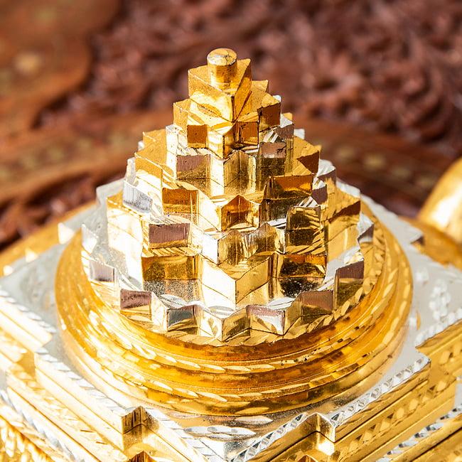 シュリー・ヤントラ ピラミッド カチュワ(kachwa) インド風水 9 - 金と銀のコントラストが美しいです。