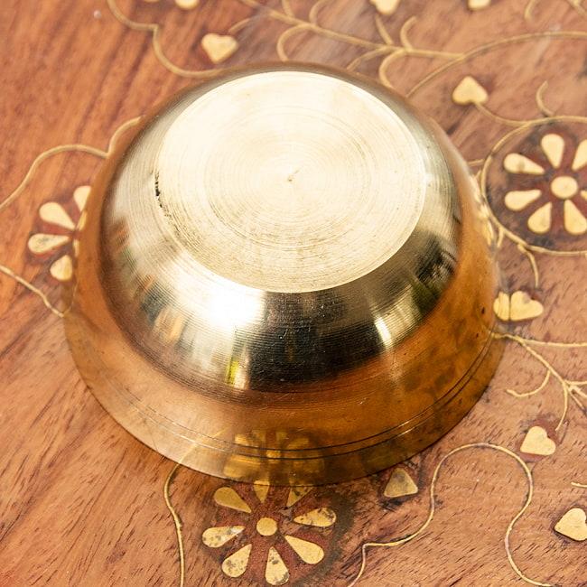 インドの礼拝用 ブラスボウル【直径:約8cm】 4 - 側面のデザインはこのような感じになっております。