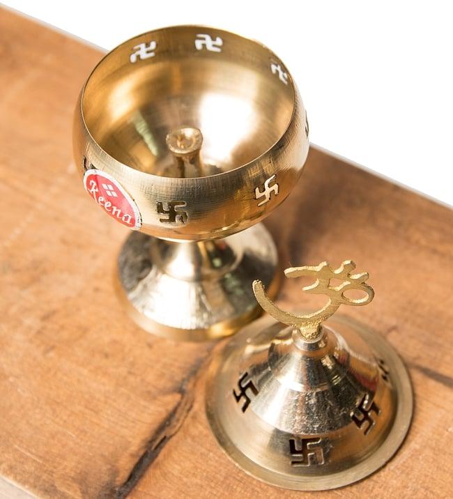 オーンと卍のランプシェード 【13cm】 2 - 中の写真です。中に油を入れ、灯心(コットンが良いですが、ティッシュをこよりにしたものでも可)に火をつけるだけでオイルランプとして使えます