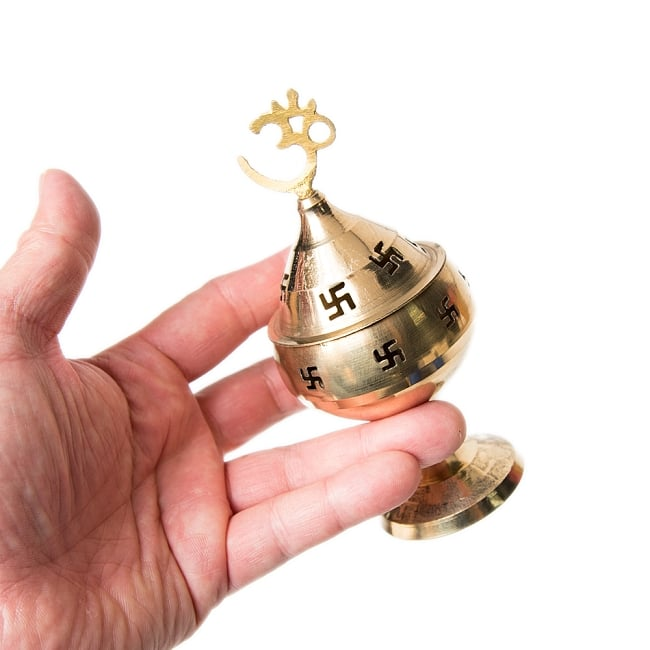 オーンと卍のランプシェード 【13cm】 4 - 手にもつとこのような大きさです