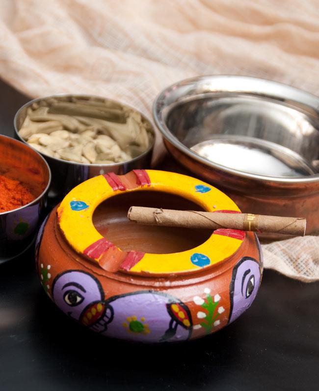 ミティラー村の陶器の灰皿 - 紫の写真
