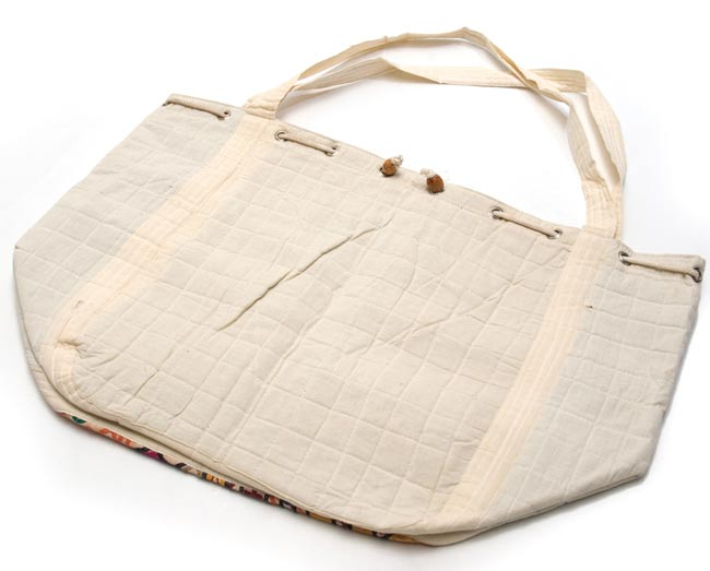 カッチ刺繍のトートバッグ 3 - お届けする商品の裏面