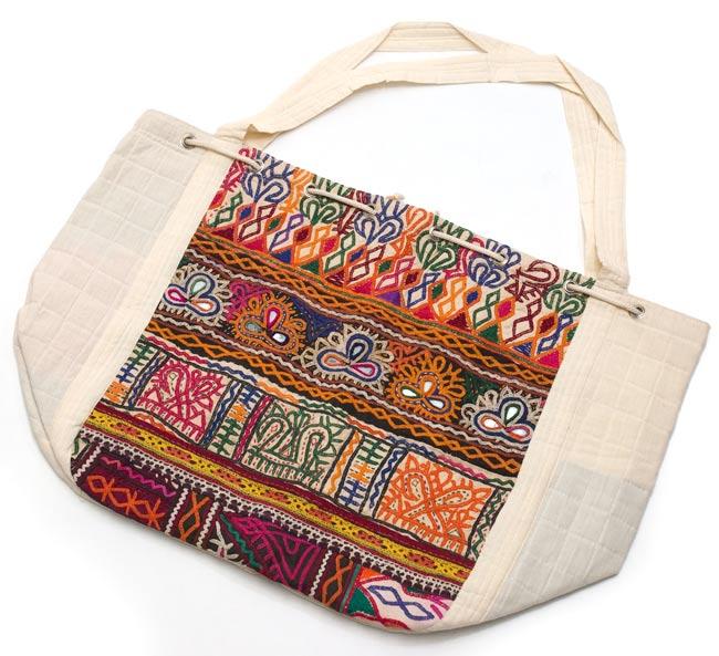 カッチ刺繍のトートバッグの写真