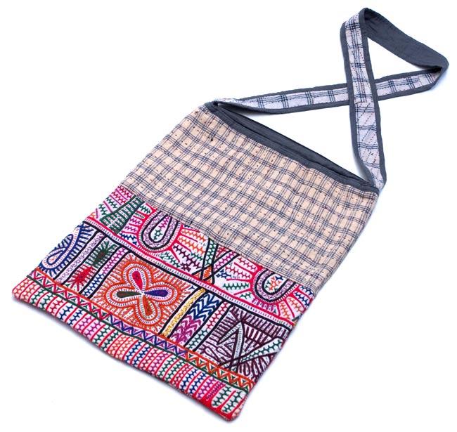 カッチ刺繍のショルダーバッグの写真