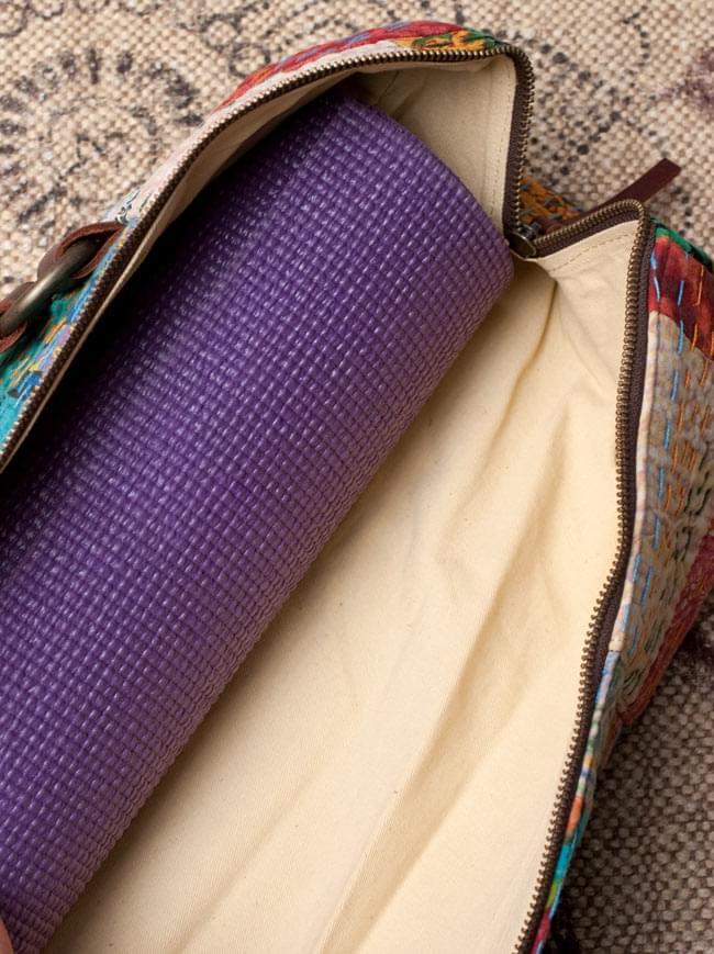 〔一点もの〕伝統を紡いだ インドキリムのヨガマットバッグ 13 - 余裕があるので、もっと大きいサイズでも収納可能!
