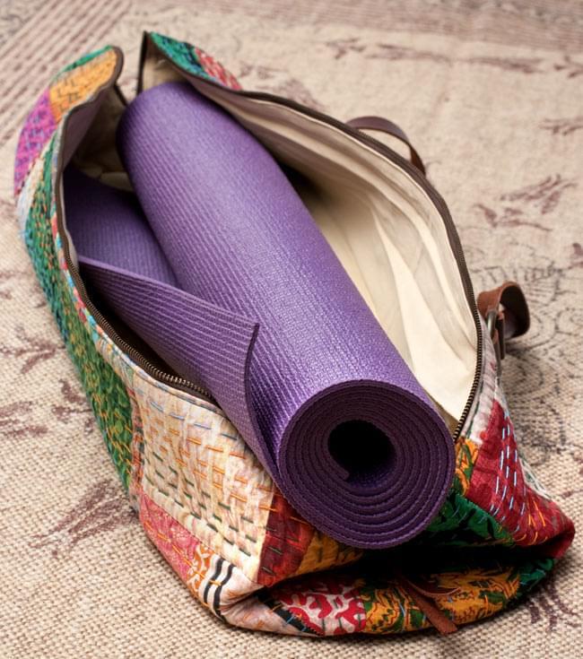 〔一点もの〕伝統を紡いだ インドキリムのヨガマットバッグ 14 - 別の角度からの写真です。これだけ作りが良く雰囲気のあるヨガバッグはなかなか手に入りません。