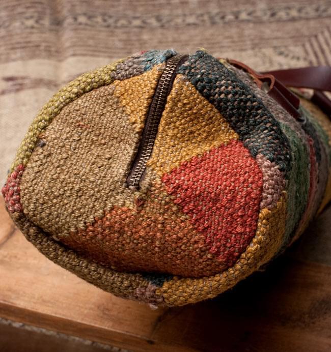 〔一点もの〕伝統を紡いだ インドキリムのヨガマットバッグ 3 - 底部分の写真です