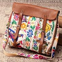 【一点物】伝統を紡いだ カッチ刺繍のスクエア型ショルダーバッグ