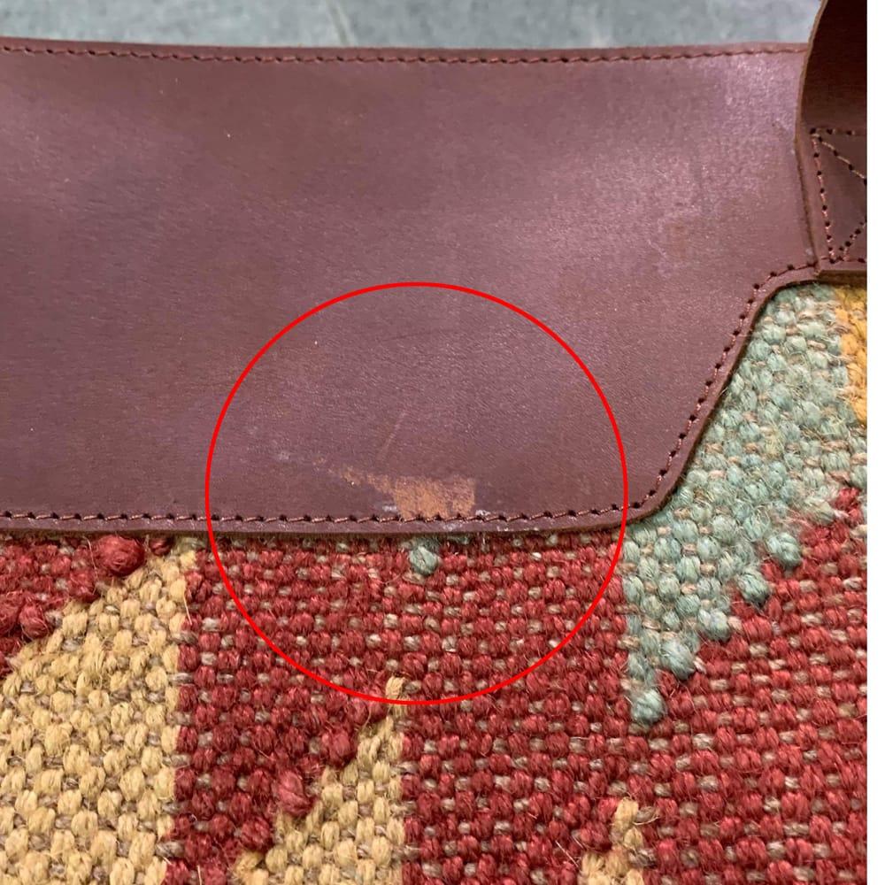 [インド品質]〔一点物〕伝統を紡いだ インドキリムのトラベルバッグ 11 - キズの部分です。ご確認の上お買い求め下さいませ