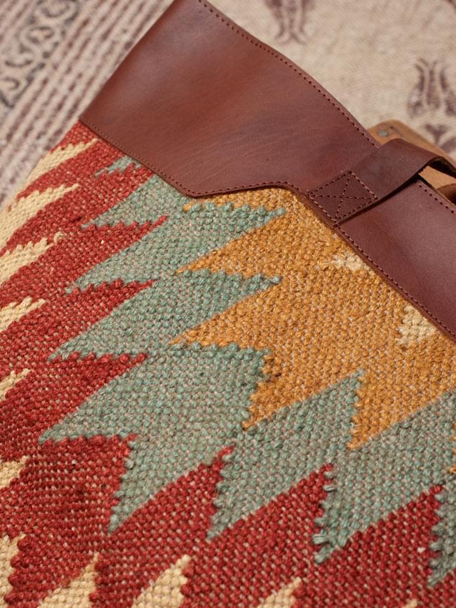[インド品質]〔一点物〕伝統を紡いだ インドキリムのトラベルバッグ 4 - 拡大写真です