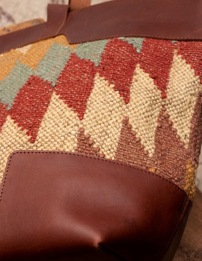 [インド品質]〔一点物〕伝統を紡いだ インドキリムのトラベルバッグ 5 - レザーも贅沢に使われています