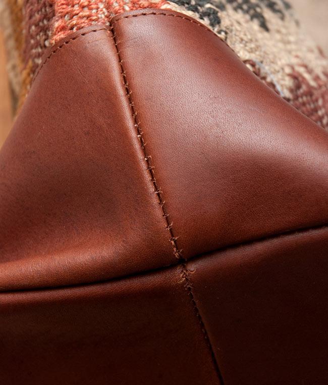 [インド品質]〔一点物〕伝統を紡いだ インドキリムのトラベルバッグ 9 - 長く使うことをちゃんと考えています。インド物でここまでしっかり作られているのは珍しいです。