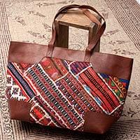 【一点物】伝統を紡いだ カッチ刺繍のトラベルバッグ