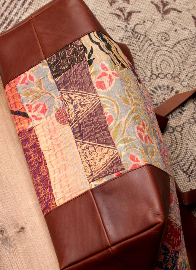 〔一点物〕伝統を紡いだ ラリーキルトのトラベルバッグ 3 - 底面の写真です。普段見えない部分もしっかり作られています。