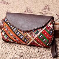 〔一点物〕伝統を紡いだ カッチ刺繍のクラッチウォレット