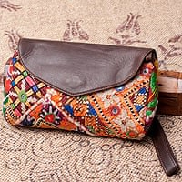 【一点物】伝統を紡いだ カッチ刺繍のクラッチウォレット