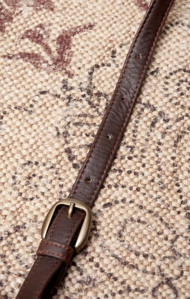 〔一点物〕伝統を紡いだ ラリーキルトのポーチウォレット 8 - 長さは5段階に調節可能です。